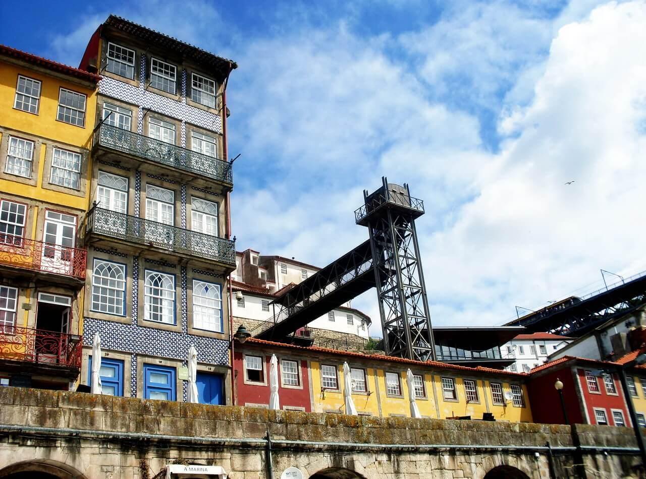 Oporto, Ribeira, the elevator