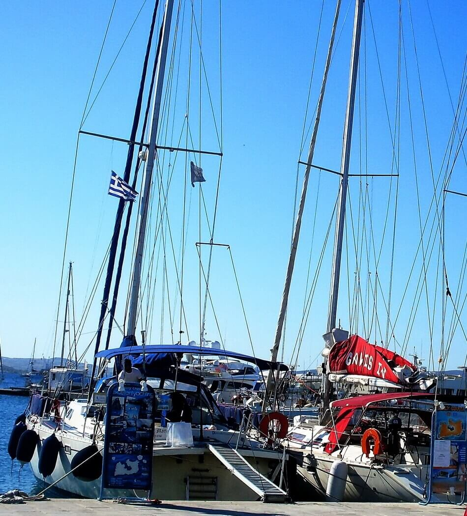 Galis catamaran, Adamas port