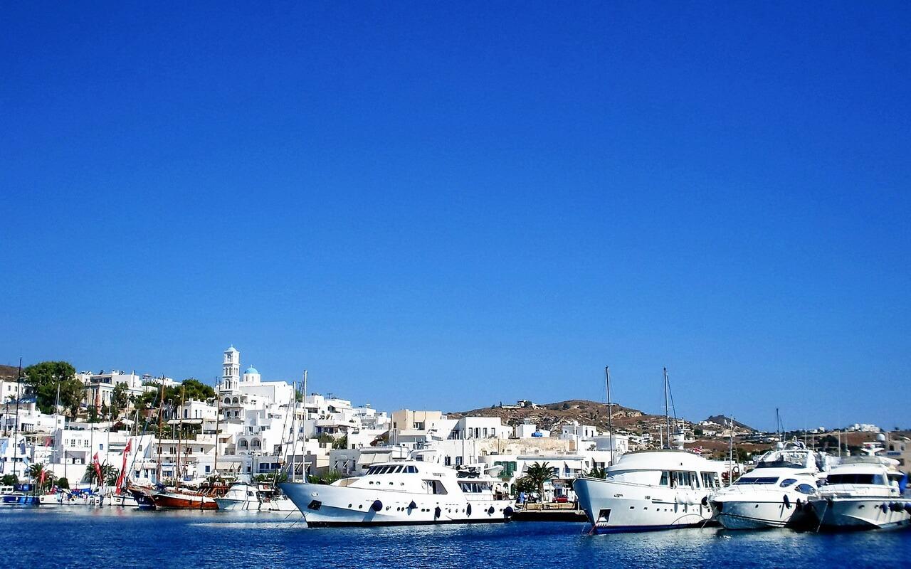 Adamas port, Milos