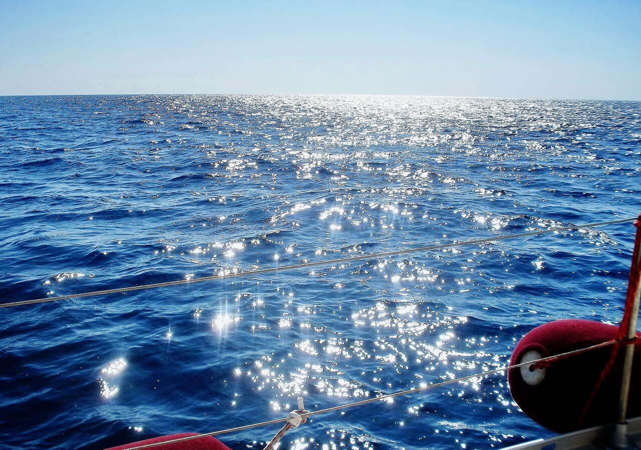 Sailing around Milos, jedrenje