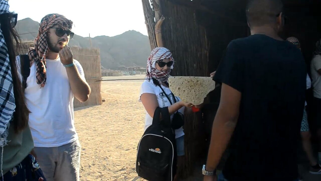 Tasting the Bedouin bread, Hurghada desert