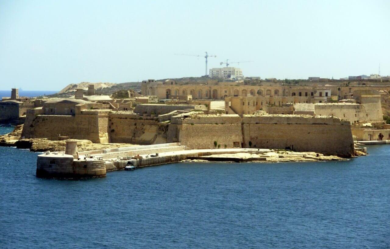 Valletta, Fort Manoel