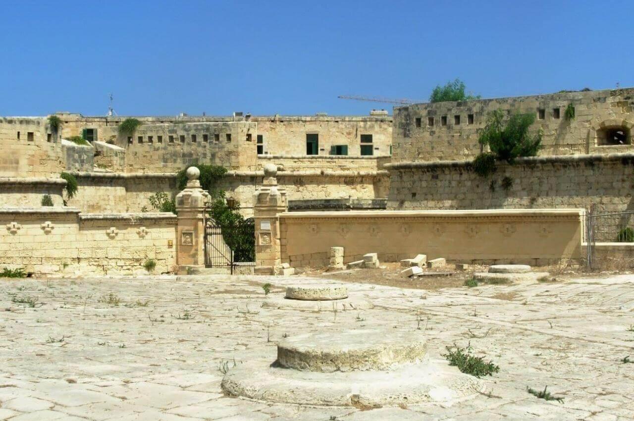 Valletta, Fort St Elmo entrance