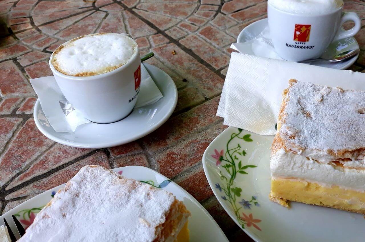 Coffee time, Na kafici