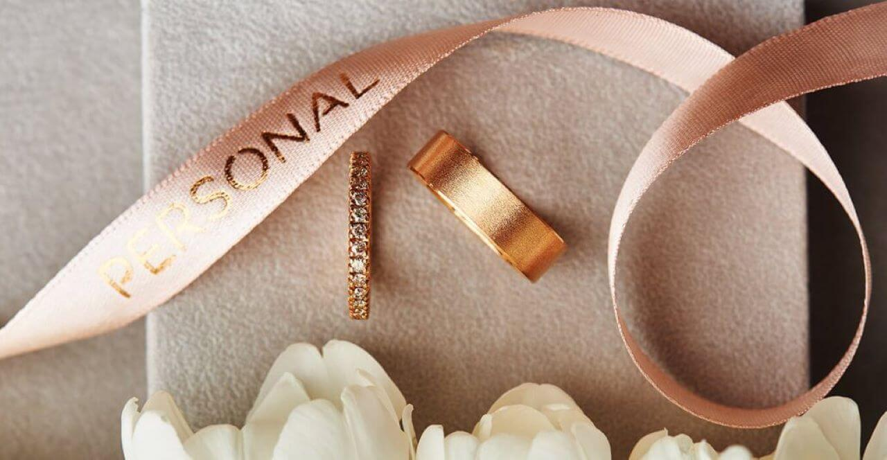 Personal,Wedding rings: yellow gold with diamonds on the women ring