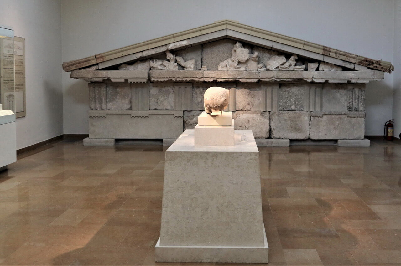 Pediment of the Treasury of the Megarians, Olympia