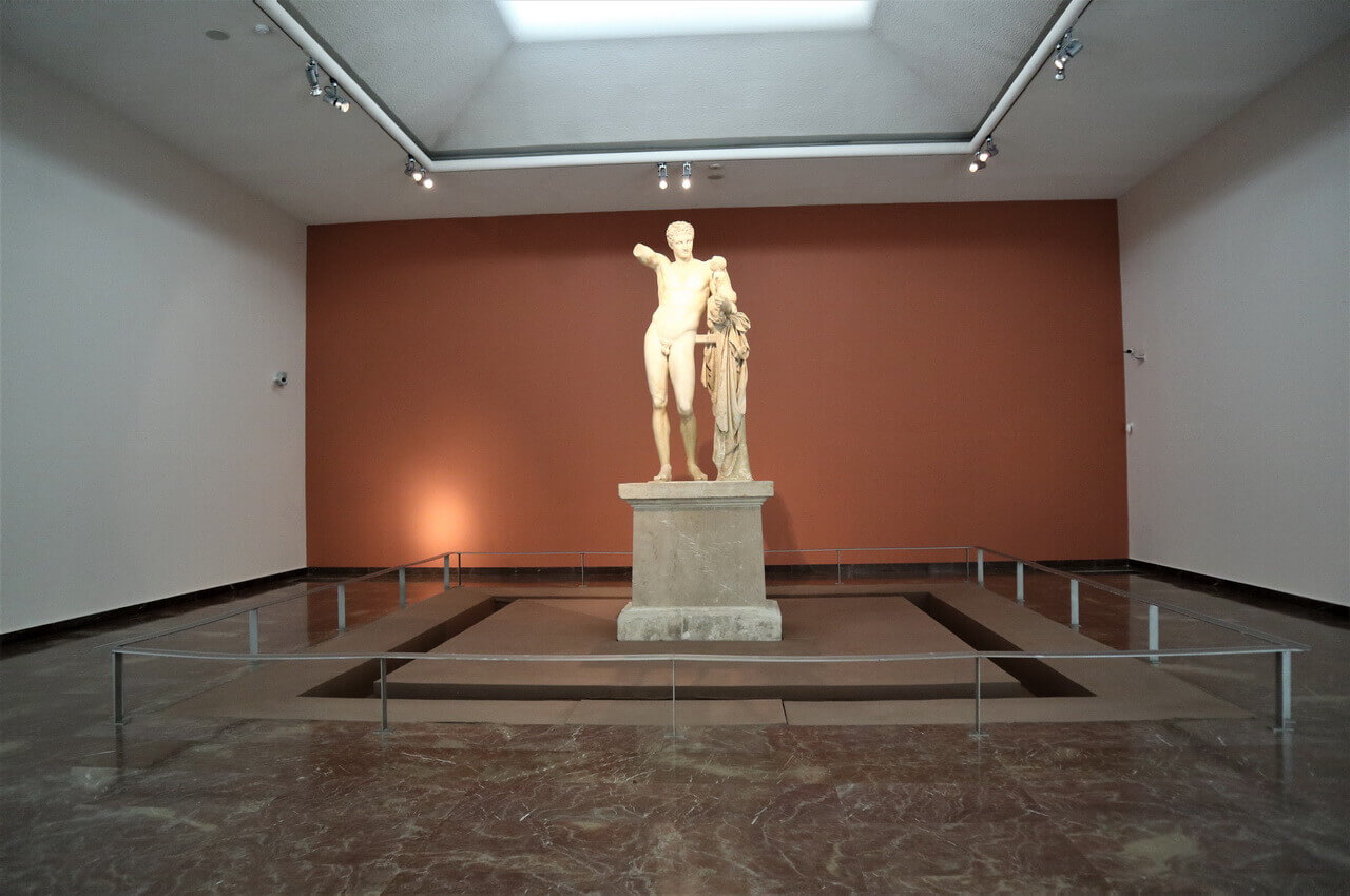 The statue of Hermes of Praxiteles with the Infant Dionysus